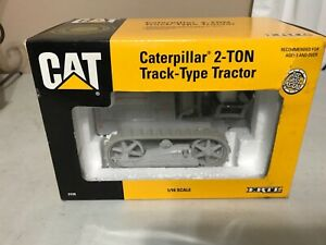 1993 ERTL HOLT 2-TON TRACK-TYPE CATERPILLAR TRACTOR IN BOX #2438 1/16 SCALE
