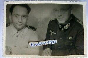 1.Foto Oberstabsarzt Dr.Höhr vor dem Lazarett Smolensk - Russland.(121)