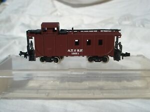 N Scale / Life-Like 7710 A.T. & S.F. Caboose with Original Box!
