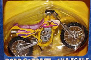 2000 MAISTO  1/18 SCALE KAWASAKI MOTORCROSS MOTORCYCLE, MULTI COLOR