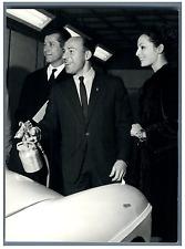 Claudine Coster, Stirling Moss et Olivier Gendebien  Vintage silver print Tira
