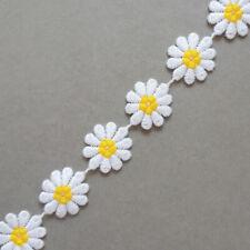 'DAISY DAISY' Pretty daisy chain trim