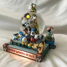 RARE Disney MINNIE MOUSE SCREEN DEBUT Figurines Lights Up Musical Snowglobe