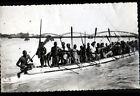 SAINT-LOUIS (SENEGAL) PIROGUE de COURSE trés animée au PONT Carte-Photo en 1955