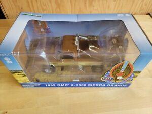 "DAMAGED - GREENLIGHT 13560 1:18 1982 GMC K-2500 SIERRA ""FALL GUY"" STUNTMAN"