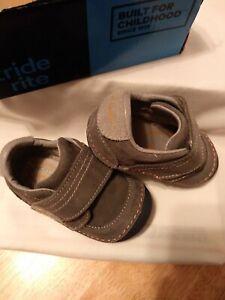 Stride Rite Boys Grey Swede Leather Upper Shoes NIB Size 5W Wide
