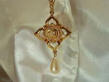 X Pretty Liz Claiborne Signed Vintage Faux Pearl Dangle Necklace  389E