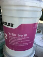 Ecolab 6116878 Tri-Star Sour VII Concentrated Liquid Laundry Sour 5 Gallons