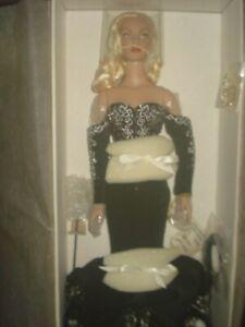 Tonner Black and White Ball Daphne Dimples Brenda Starr