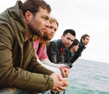 Adam Levine, Jesse Carmichael & James Valentine UNSIGNED photo -M9478- Maroon 5