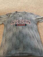 Auburn Tigers Under Armour Shirt Short Sleeve Loose Heat Gear Size SM EUC