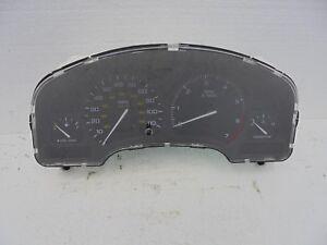 Saturn SC1 Speedometer Instrument Cluster OEM 21015355 2002