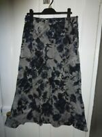 PER UNA UK 12L GREY/BLACK /BLUE FLORAL VISCOSE/POLYESTER LINED SKIRT