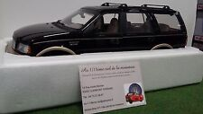 FORD EXPEDITION EDDIE BAUER Version 1/18 d UT models 22710 voiture miniature 4x4