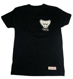 """Mitchell & Ness Chicago Bulls Mens Small Tshirt """"Windy City"""" Black Pre Owned #L1"""