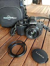 Olympus om-d e-m10 mark ii con objetivo pancake Lumix 20mm 1.7