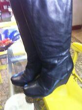 Botas de cuña de piel marca BIVIEL color negro talla 39 estilo vialis