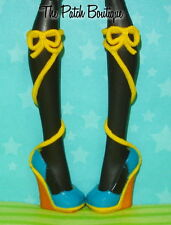 MONSTER HIGH MAD SCIENCE LAGOONA BLUE DOLL REPLACEMENT SHOES SANDALS ONLY