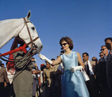 Jacqueline Kennedy UNSIGNED photo - L4044 - Rajasthan, India, 1962 - NEW IMAGE