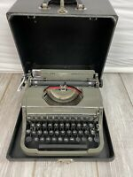 Vintage Underwood Universal Typewriter In Hard Case Made USA  Nice Paint WORKS