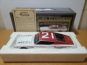 1968 Cale Yarborough #21 Mercury Cyclone Autograph 1:24 University of Racing MIB