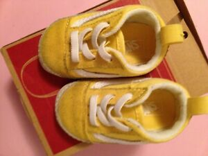 vans infant 2.0 off the wall baby yellow crib shoes 21-216