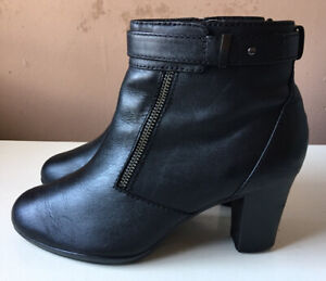 CLARKS Collection Ladies Black Leather Ankle Boots Size 5 D