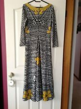 Stunning ladies Italian vintage dress full length with long sleeves