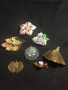 Vtg Mixed Lot Of Estate Brooches And Pendants