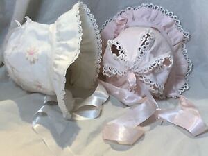 pretty Vintage baby bonnets Hats caps Set of 2 white Pink lace 50s doll clothing