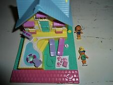 VINTAGE 1993 POLLY POCKET POLLYVILLE SUMMER COTTAGE HOUSE POOL  FIGURE COMPACT