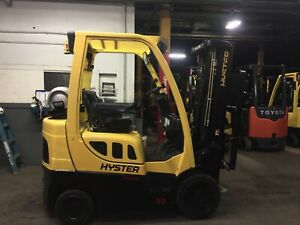 2015 Hyster 5000 Lb Forklift With Side Shift and 2 Stage mast 130 Inch Max Lift