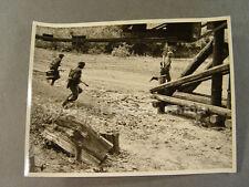 Pressefoto, KB Altstadt 89257: Stoßtrupp mit Stielhandgranate und K98, Camo