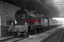 PHOTO  85 AT KILLARNEY FORMER GNR(I) CLASS V COMPOUND NO. 85 MERLIN PAUSES IN KI