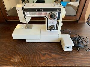 White 1099 Jeans Machine Sewing Machine with Foot Pedal
