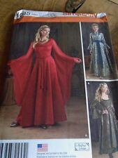"1045 HH  PATRON ""SIMPLICITY COSTUME  3 VERSIONS  ROBE MEDIEVALE  34 A 40"