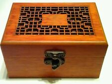 COLLECTIBLE CHINESE WOOD HAND CARVED JEWELRY BOX