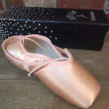 Capezio Nicolini N156X Pointe Shoes Size 2 D NEW