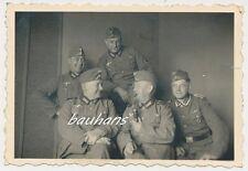 Foto Soldaten mit Orden-Tabakspfeife   2.WK  (h707)
