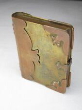 briquet de poilu - en forme de livre et joliment ornementé.