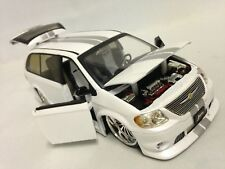 """2003 CHRYSLER TOWN & COUNTRY VAN, COLLECT 8.75"""" DIE CAST 1:24 JADA TOY WHITE"""