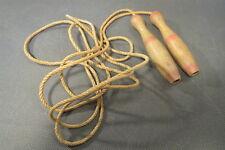 Ancienne corde à sauter jouet d'enfant vintage années 1950 déco kitsch école