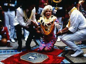 DOLLY PARTON - US Actress/Singer in Hawaii - Original Vintage 35mm Slide - 1987