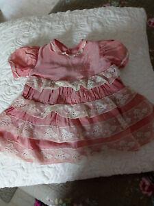 robe ancienne pour grande poupée rose et dentelle blanche