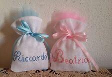 Sacchetti sacchettini confetti battesimo ricamati a punto croce tela aida bianca