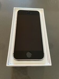 Apple iPhone SE - 32GB - Space Gray (Total Wireless) A1662 (CDMA + GSM)