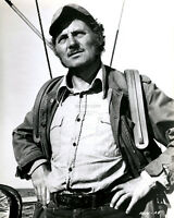 """ROBERT SHAW AS """"QUINT"""" IN THE 1975 FILM """"JAWS"""" - 8X10 PUBLICITY PHOTO (AZ243)"""