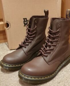 BRAND NEW IN BOX Dr Martens 1460 SOFT Pascal Boots Dark Brown Virginia Size UK 9