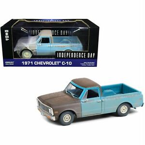 Independence Day 1971 Chevrolet C10 model blue / grey 1:24 Greenlight 84132