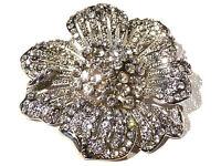 Bijou de créateur alliage argenté broche fleur blanche cristal blanc brooch